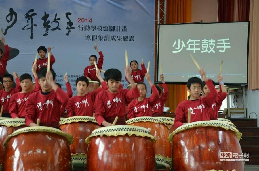 「2014新竹縣端午嘉年華」也請到優人神鼓帶來震撼的擊鼓表演。(本報資料照)