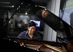 劉孟捷克服癱瘓 彈琴返舞台
