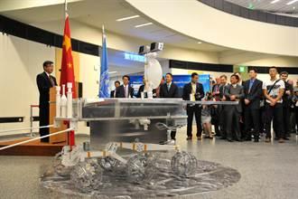 中国「玉兔」月球车模型落户联合国