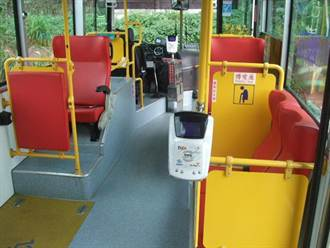公車小確幸!1車多機刷卡便捷上路