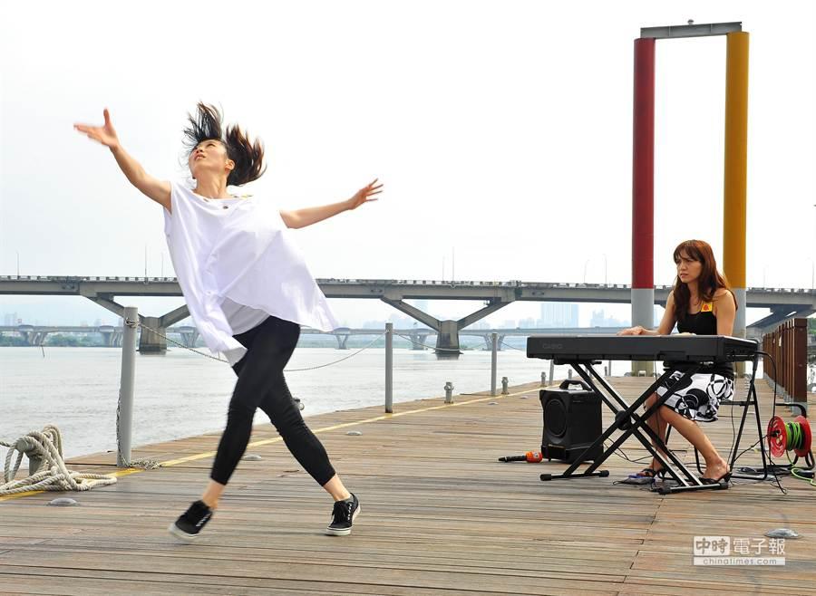 台北藝穗節表演空間首度從陸地延伸到水上。(劉宗龍攝)