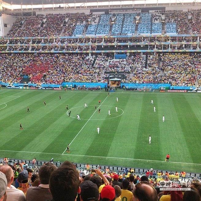 四年一度的世界盃足球賽戰況激烈,緊揪台灣球迷心,「世足賽程」、「世足轉播頻道」等即時賽事資訊是熱搜關鍵字 。(照片由Yahoo奇摩提供)