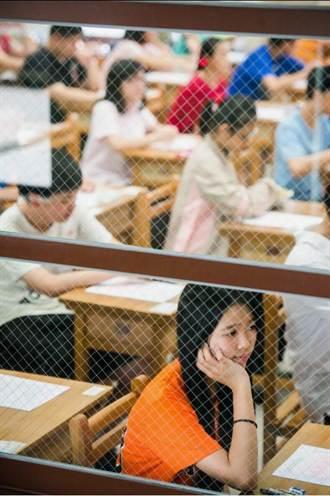 103年高中職特招「英語科、數學科、國文(一)閱讀理解」解答