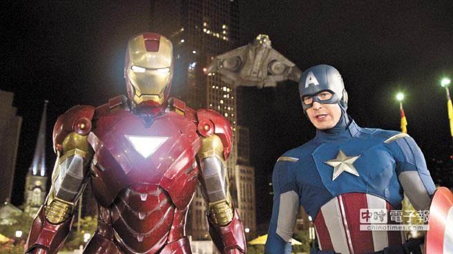 圖為小勞勃道尼(左)在《鋼鐵人》電影裡的造型。(中時報系資料照片)