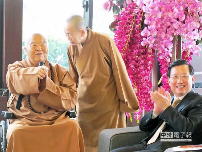 大陸江西省委書記強衛(右)走訪佛光山,與星雲大師(左)會晤,期望未來兩岸共同弘揚佛法。(柯宗緯攝)