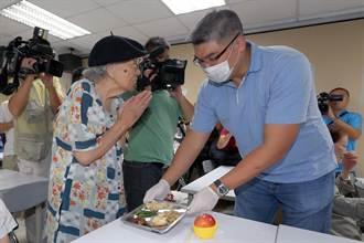 連勝文與長者用餐 鼓勵社區養老