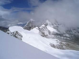23名大學生成功登頂西藏6206米啟孜峰