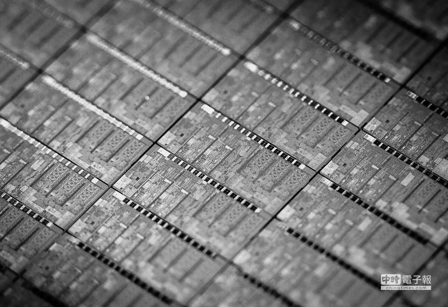 英特爾首款14奈米Broadwell處理器晶片照片,採用Tri-Gate 3D電晶體架構(圖/業者提供)