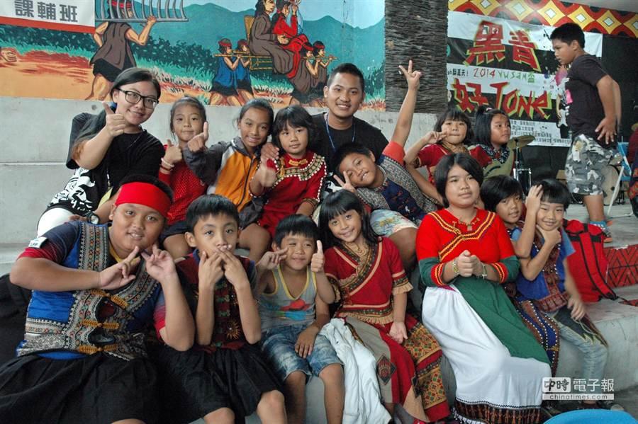透過大專青年返鄉服務,屏東原鄉的孩子有幸能夠充實度過暑假。(林和生攝)