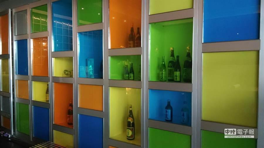 配合店型改裝,原燒的酒櫃也跟著換裝。(圖/原燒提供)