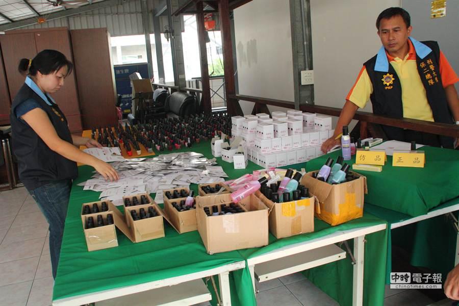 警方表示這次查獲的指甲油等為仿「OPI」品牌商品最大宗。(林雅惠攝)
