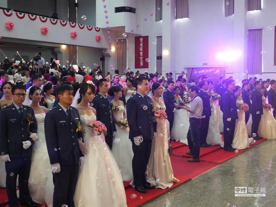 空軍集團婚禮,場面瀰漫幸福氛圍。 (劉宥廷攝)