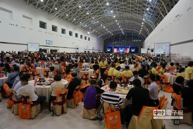 2014國際扶輪公益日今晚在高雄展覽館舉行,席開488桌,5000人與會。(顏瑞田攝)