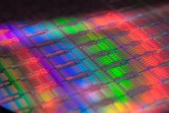 英特爾發表全新伺服器處理器 最高支援18核心