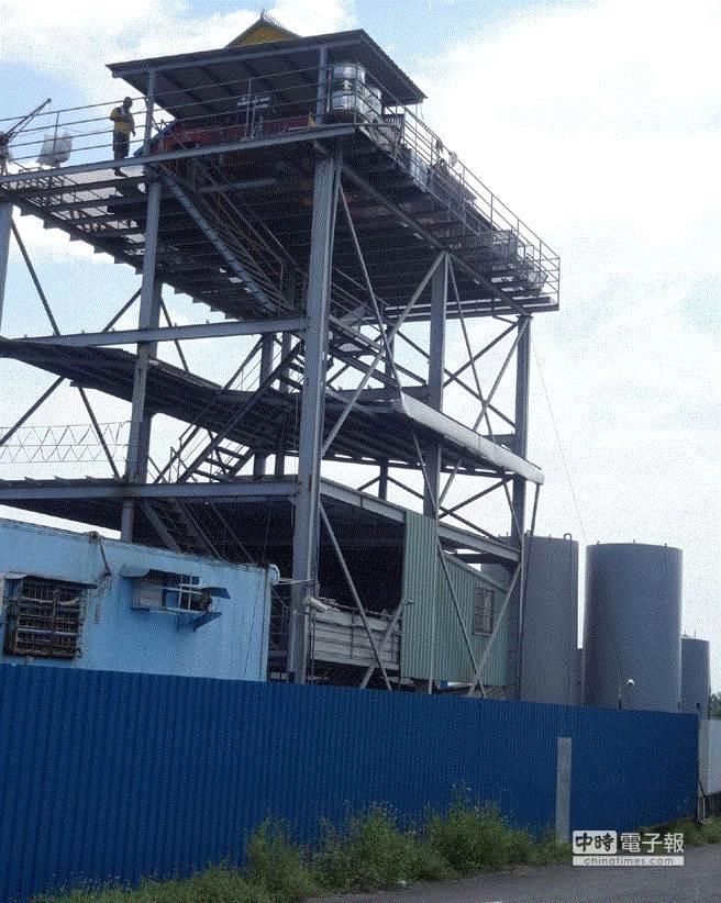 屏東郭烈成的餿水油工廠旁鴿舍,據了解就是檢舉老農的農舍。(潘建志攝)