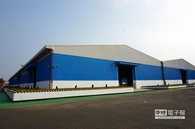 高群在122號碼頭興建的第3座倉庫今日啟用。(顏瑞田攝)