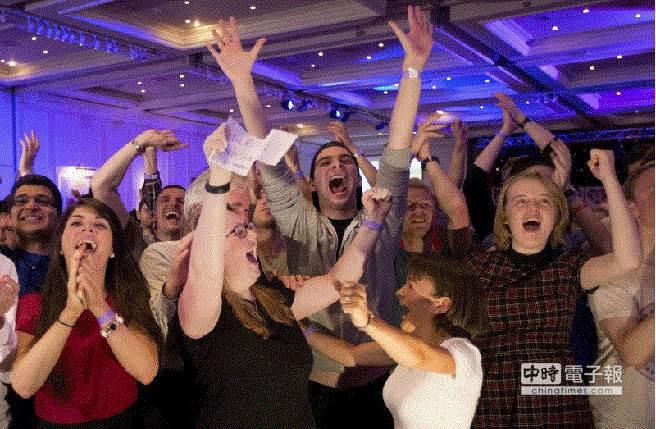 蘇格蘭獨立公投開票結果,拒絕獨立人士歡呼。(美聯社)