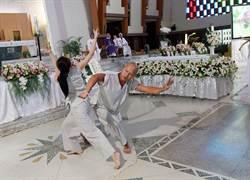 光環舞集創辦人劉紹爐告別式 學生獻舞