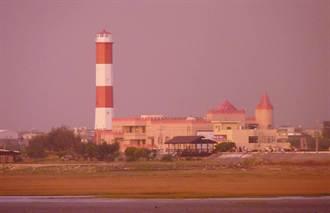 全台唯一紅白相間 高美燈塔27日重開幕