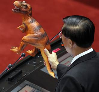 立委問江揆恐龍議題 有請龍部長來答