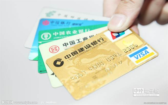 哈爾濱規定,如果先生沒收老婆的信用卡,實施經濟封鎖,不讓老婆購物,已構成家暴行為。(翻攝自網路)