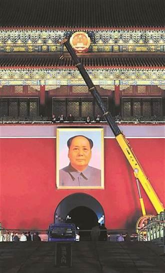 為何天安門毛澤東隨時注視著你 畫師揭秘!
