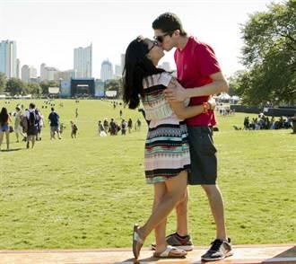 哈佛醫學院:接吻、聽音樂有助提升免疫力