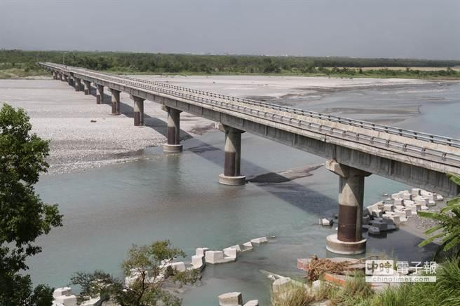 目前被列為危橋的箭瑛大橋。(楊漢聲攝)