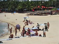 三亞向沙灘裸泳裸曬說「不」