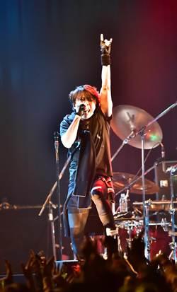 日男歌手西川貴教登台