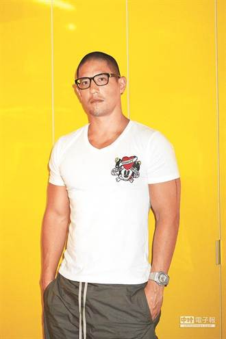 蔣友柏自創時尚品 蔣方智怡首度站台