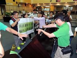 台南市議會上演全武行 通過總預算