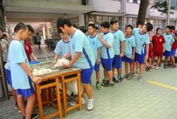學生自製十元蛋糕義賣 瞬間秒殺