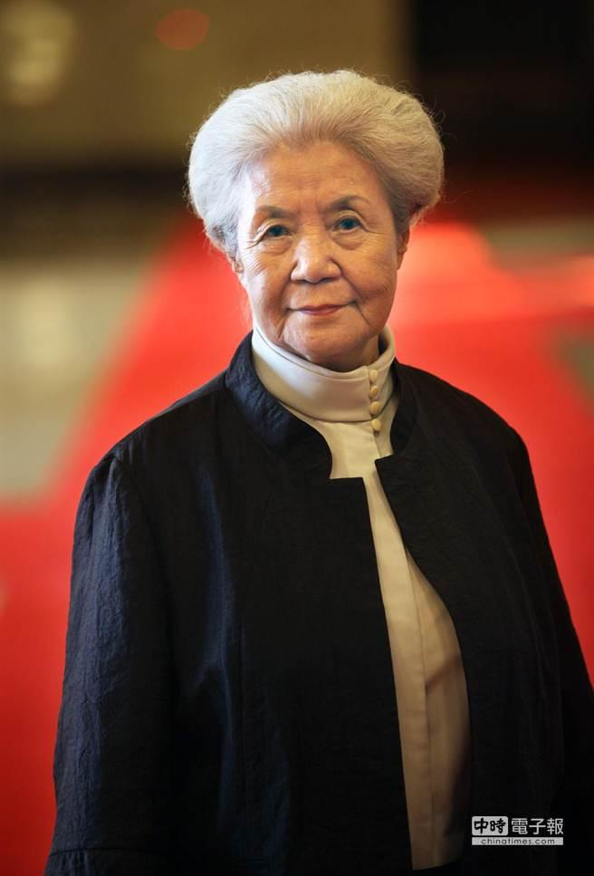高齡近90的新古典舞團藝術總監劉鳳學(如圖)與其弟子盧怡全將於台北國家戲劇院推出客家現代舞《客風.漂鳥之歌》。(王錦河攝)