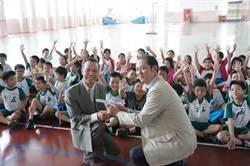 小小年紀也能「飛」 日航辦航空教室