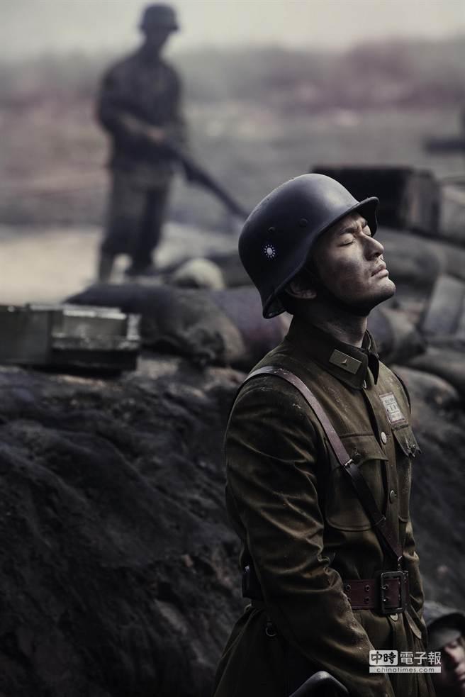 黃曉明的冷酷面龐,完美詮釋了戰爭的殘酷。(圖為威視提供)