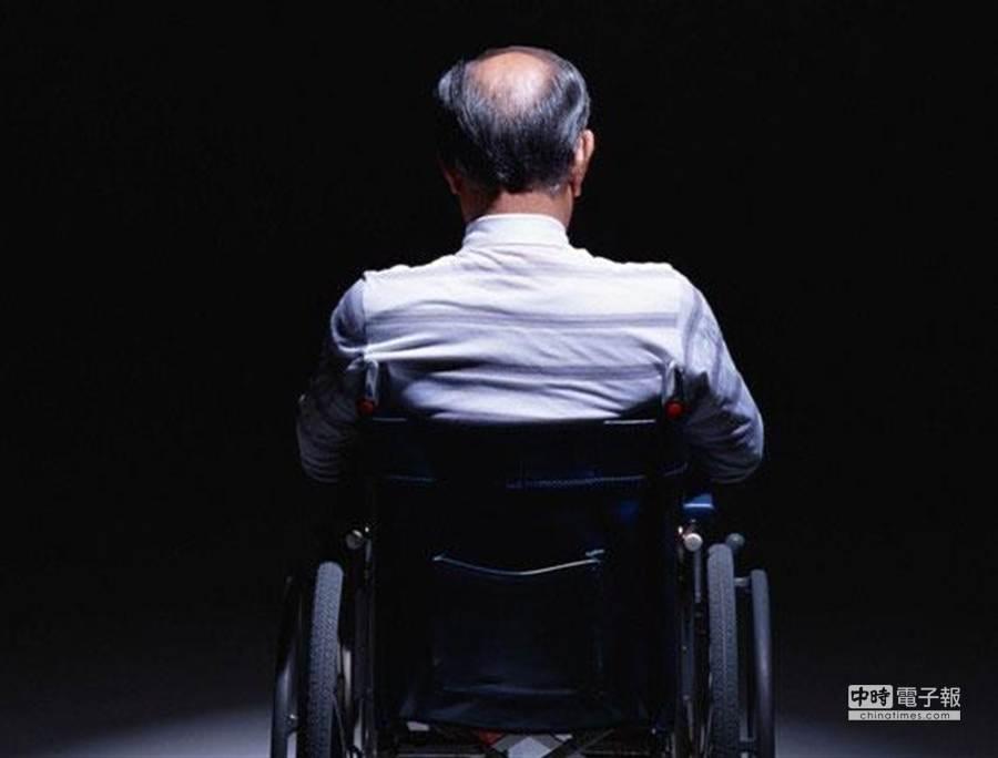 在高齡社會中如何改善照護環境、維持老人尊嚴,日本的日用品廠商無不卯足全力。(圖取自東洋經濟網站)