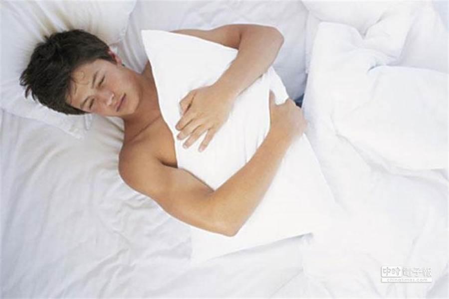 恐慌症最叫人頭疼的就是不知道什麼時候會發生——甚至也常發生在睡覺的時候。(翻攝自鳳凰網)