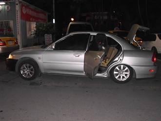 轎車載滿竊來鋼筋 前輪翹起引警盤查