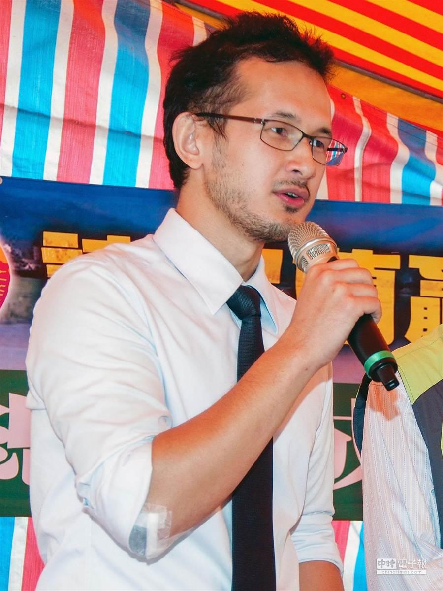 前法務部長陳定南之子陳仁杰,在今年首度為選舉上台助講,他助講時不忘呼籲選民反賄。(李忠一攝)