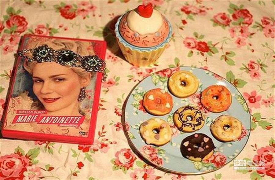 晚餐後的甜品是禁忌,容易造成肥胖。長此以往也有引發心血管疾病的可能。(新華網)