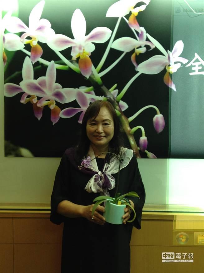 成大生命科學系特聘教授陳虹樺的研究團隊,完成小蘭嶼蝴蝶蘭的基因體解序。(林志成攝)