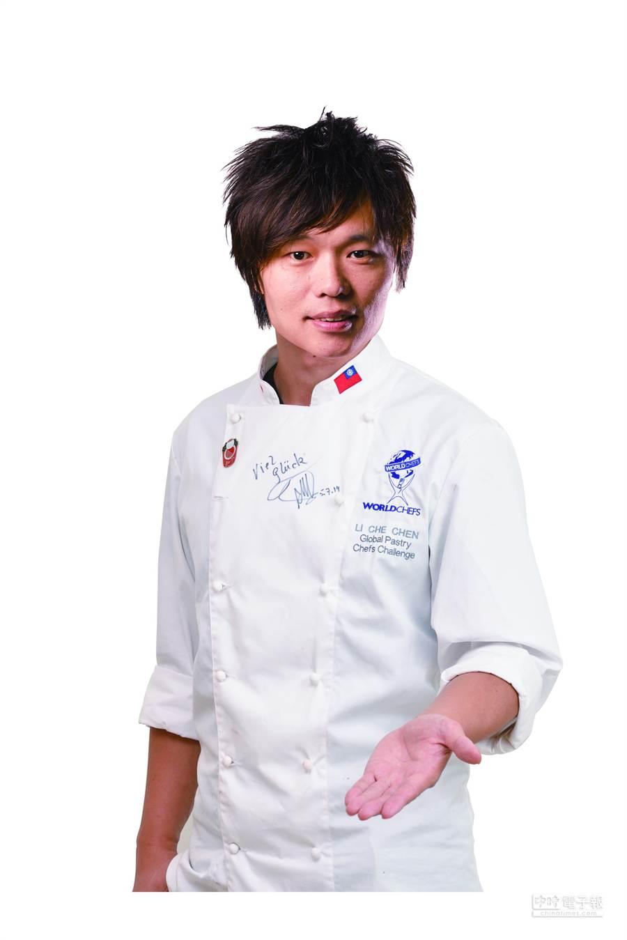 歲末拚生意拉業績,85度C由世界甜點冠軍主廚陳立喆設計推出冠軍蛋糕。(圖/85度C)