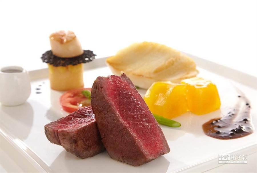 王品牛排新品「菲力松露醬佐龍鱈干貝」,以淋松露醬誘客。(圖/王品集團)