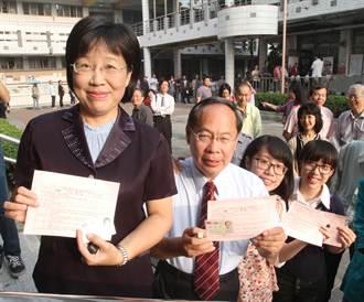 台南市長兩雄  黃秀霜賴清德先後投票