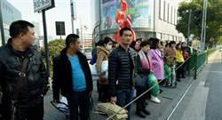 阻止「中國式過馬路」 杭州警察出奇招