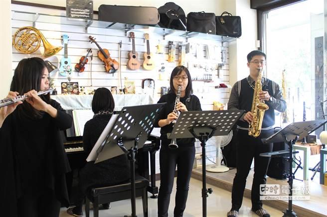 苗栗縣管樂團將於28日下午2點半在苗北藝文中心舉辦蝶戀音樂會,結合國樂琵琶獨奏與管樂演奏多首耳熟能詳樂曲。(黎薇攝)