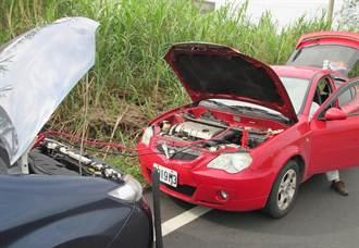 送妻洗腎汽車拋錨 警協助接電