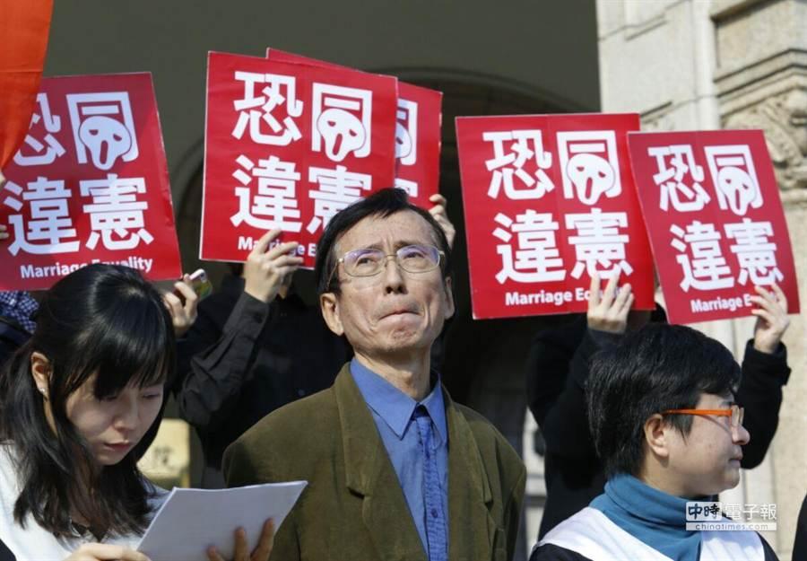 祁先生是台灣社會第一位公開出櫃的男同志,也是最早要求政府應該保障同性婚姻的第一位鬥士。 (陳振堂攝)