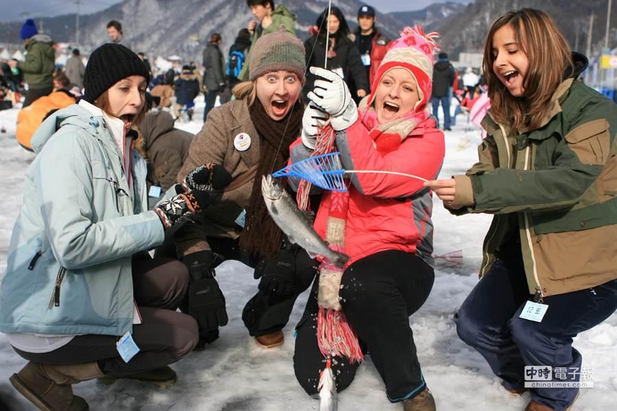 韩国冬季庆典开跑,冰上活动玩不完。(韩国观光公社提供)